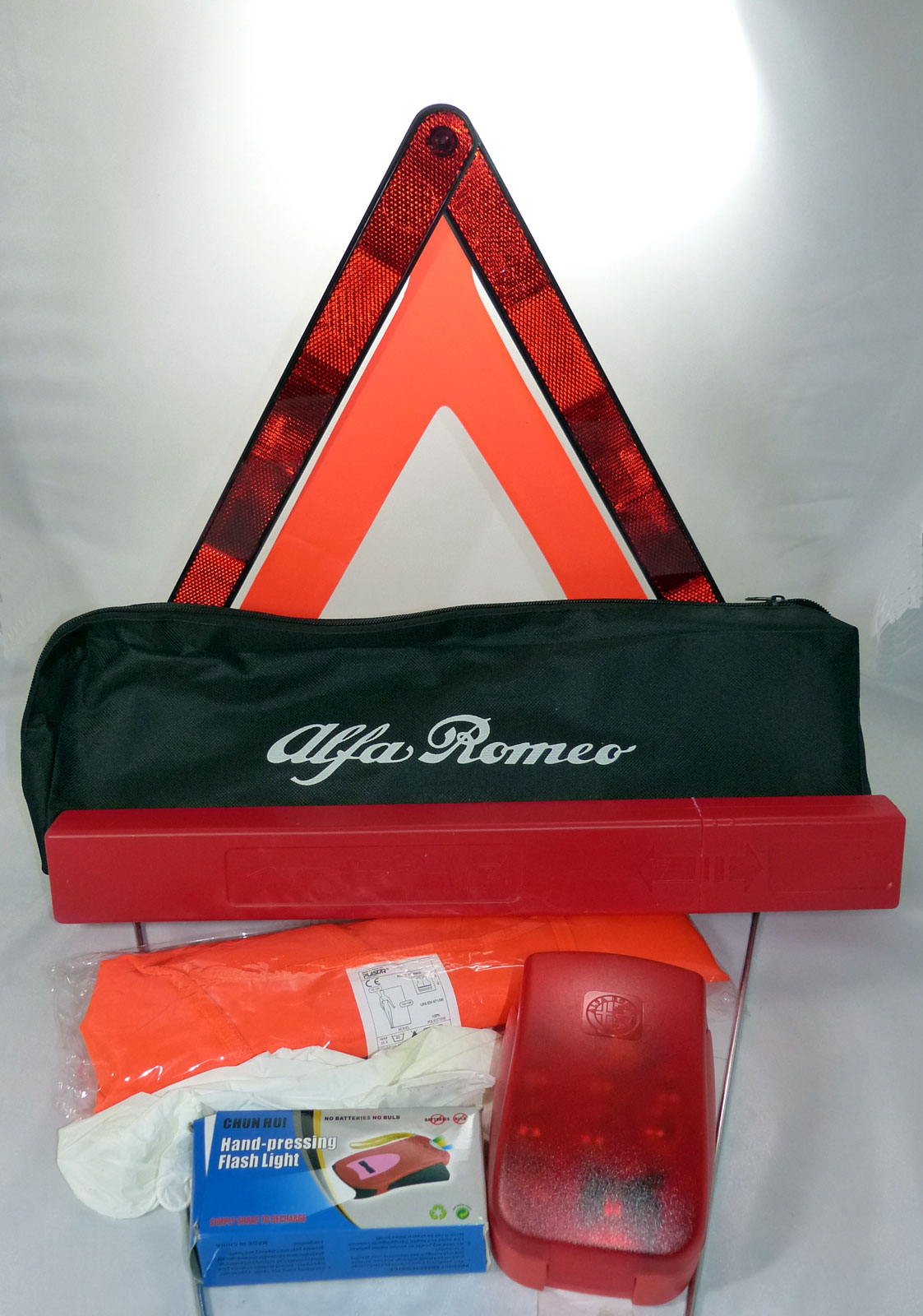 Alfa Romeo Notfallset Warndreieck Warnweste orig Lampenbox Taschenlampe