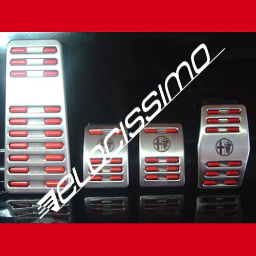 Alfa Romeo MITO 955 Sportpedale Set Fußstütze Logo Alu Emblem Rot Pedale NEU