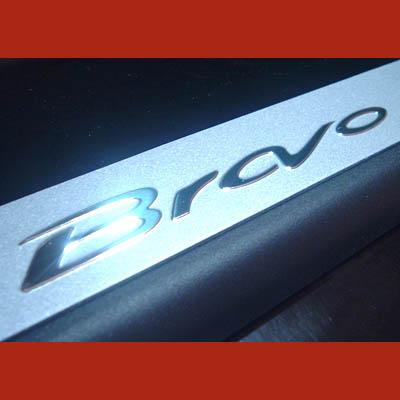 Fiat BRAVO ab 2007 Einstiegsleisten Logo Chrom Silber Alu Schriftzug NEU